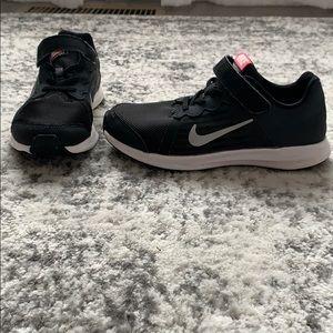 Girl's Nike tennis shoes